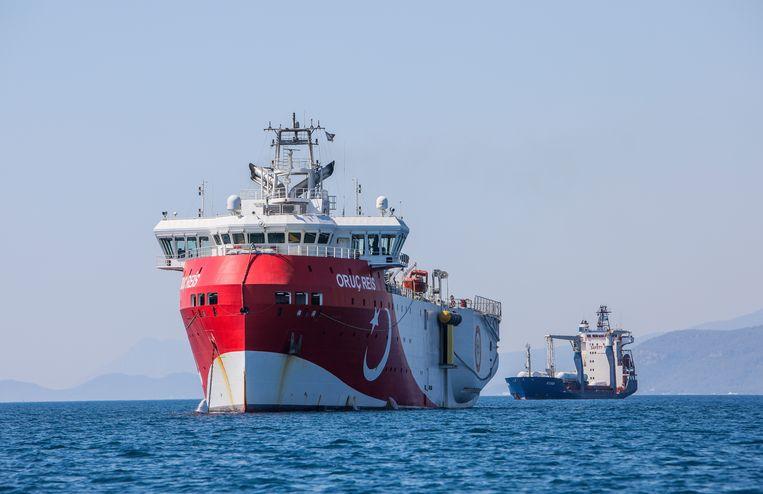 Het Turkse onderzoeksschip Oruc Reis, hier afgemeerd voor de kust van Antalya, verhoogde de spanning eind juni doordat de Turken onderzoek wilden doen in wateren waarvan Griekenland vindt dat het tot zijn territorium behoren. Beeld AP