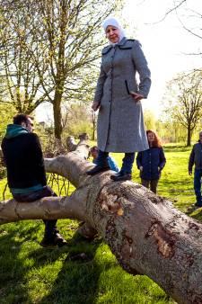 Ouders en grootouders leren hoe kinderen zelf de natuur onderzoeken in Wilnis