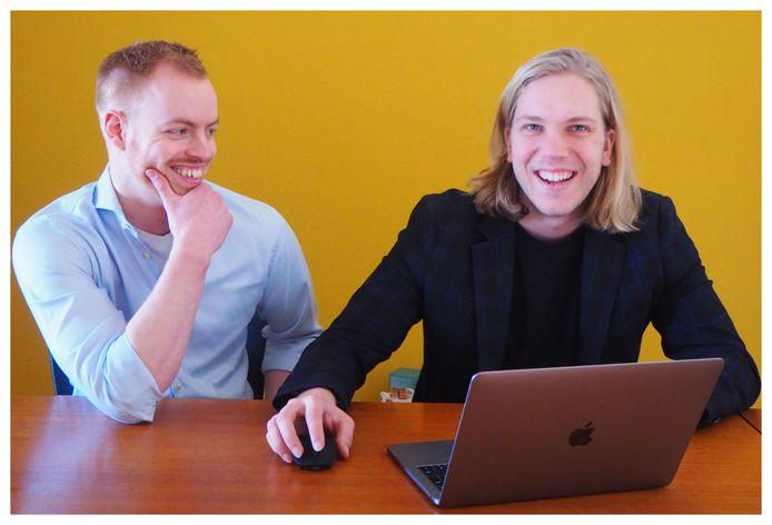 Coen de Boer (links) en Floris Smit baseren zich op hun leerlingenwebsite  'T'huisWerk-Plaats ook op hun eigen ervaringen als scholier.