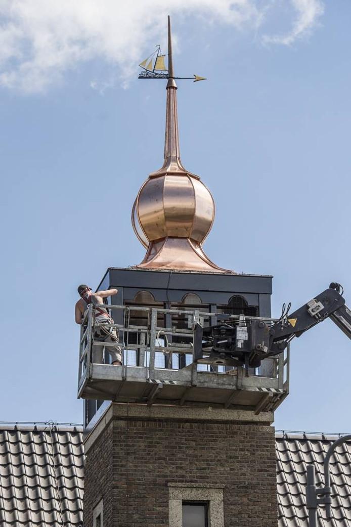 De klokketoren staat weer op z'n plek en het carillon is weer te horen. foto ron magielse pix/4profs