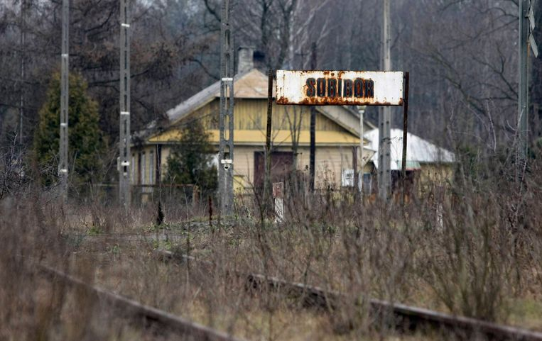 Het voormalige treinstation in het Poolse Sobibór. Beeld Reuters