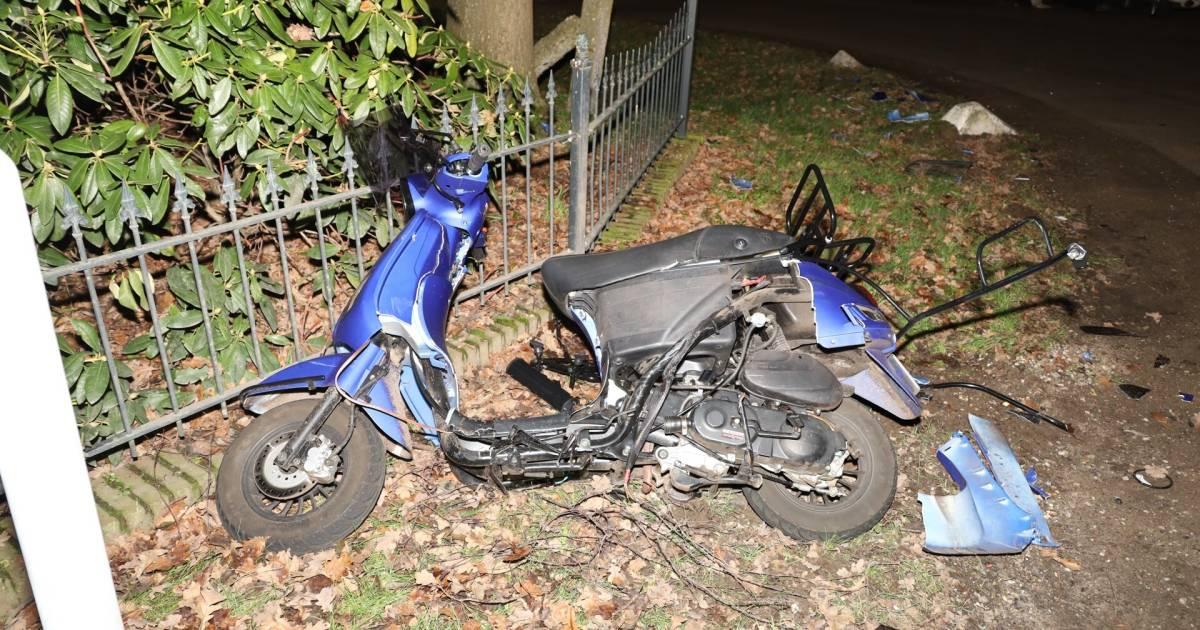 Scooterrijder gewond door aanrijding met auto in Volkel.