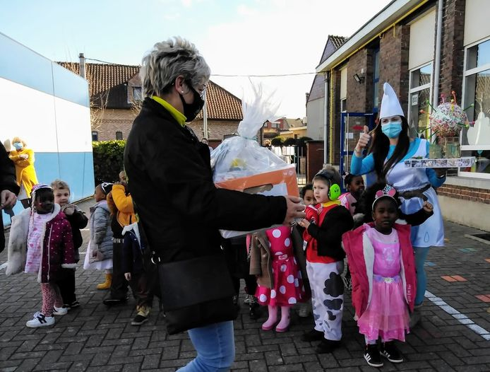 Carnaval in vrije basisschool 't Landuiterke in Denderleeuw. De winnaar van Leeuwbrug: jongste kleuters