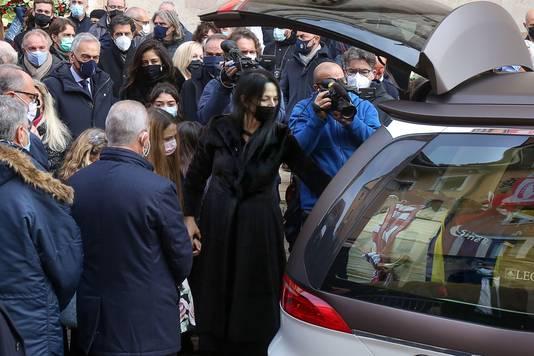 Weduwe Federica Cappelletti neemt afscheid van Paolo Rossi.