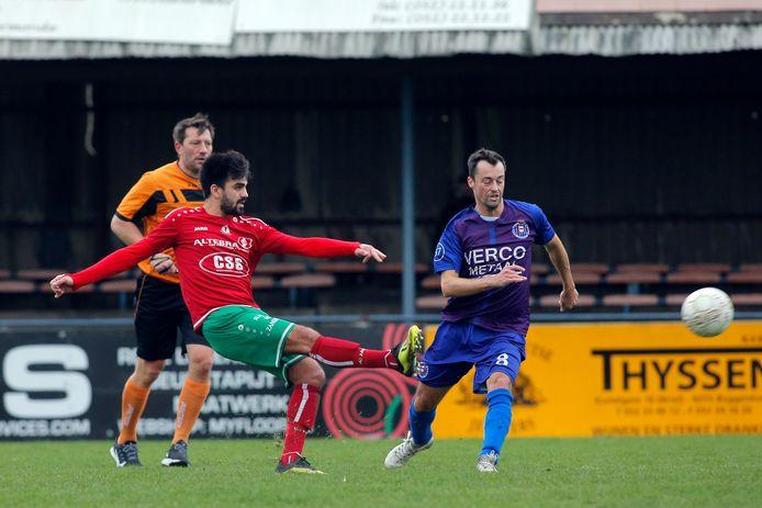Aanvaller Guillaume Clinckemaillie (l.) vertrekt na drie seizoenen om opnieuw in Nederland te kunnen gaan voetballen.