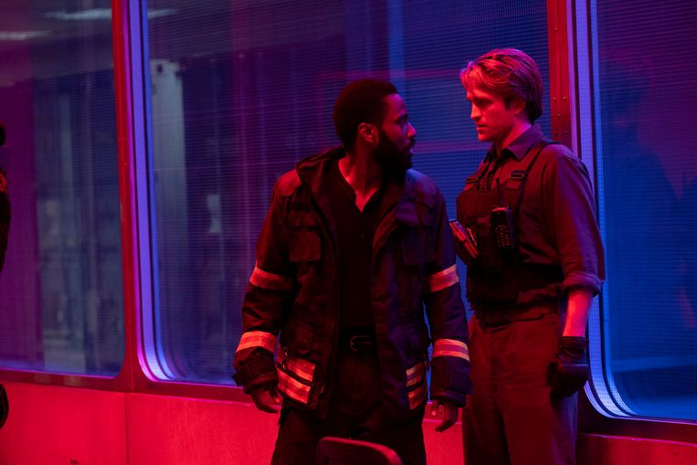 Robert Pattinson (rechts) and John David Washington in een scene van Tenet. Beeld AP