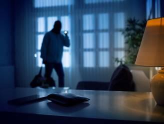 Deur niet op slot: dief aan de haal met cash geld, laptop en luidspreker