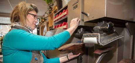 Tineke verhuist haar ambachtelijke schoenmakerij van Eindhoven naar Heeze: 'Ik geef niet op, dit vak is veel te leuk'