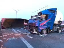 Vrachtwagenchauffeur zonder rijbewijs verliest lading vlak over de grens: dode en vier gewonden