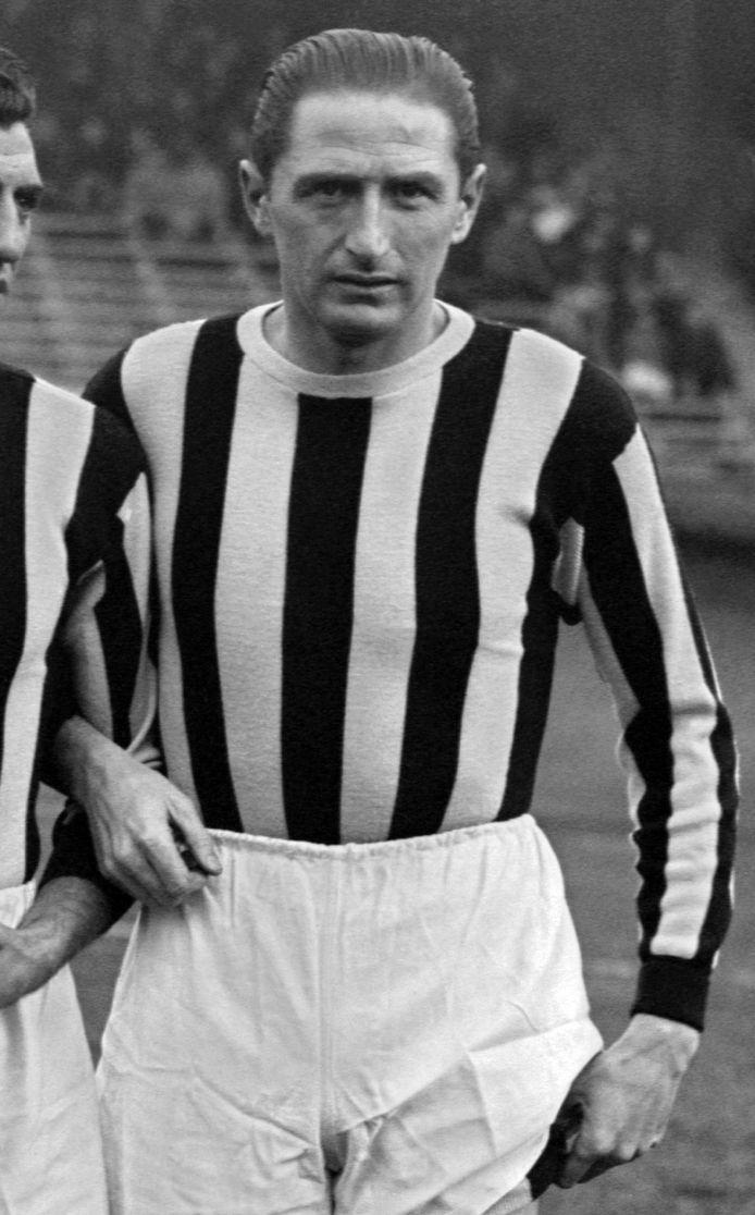Silvio Piola in het tenue van Juventus op 12 december 1946.