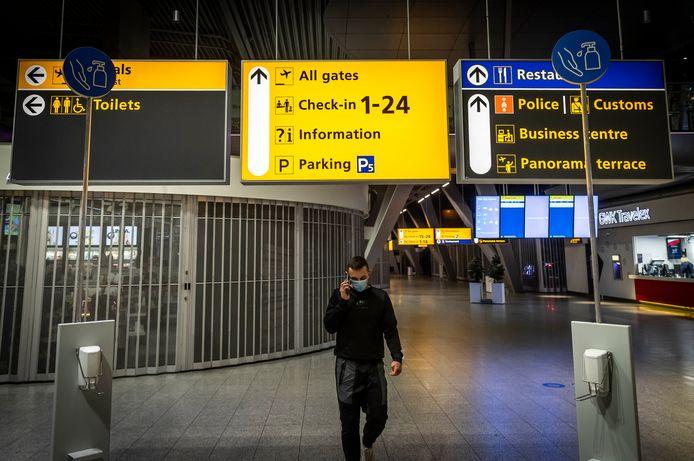 Eindhoven Airport is weer geopend voor mensen zonder boarding pass. Een mondkapje is wel verplicht om binnen te mogen.
