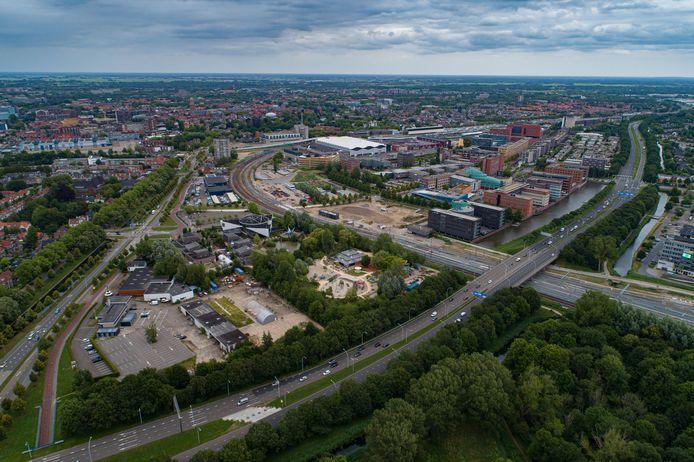 De Zwolse kantorenwijk Hanzeland moet een metamorfose ondergaan, maar de geplande start van de bouw van duizend woningen krijgt een flinke tik.
