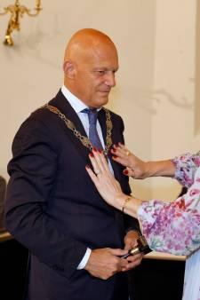 De bedeesde entree van de Duracell-burgemeester in Vlaardingen: 'Ik ga eerst luisteren'