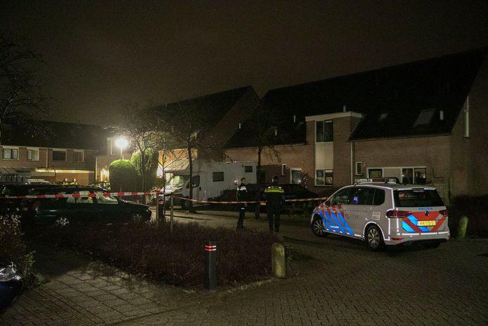 Bij een woning aan de Smitsweide in Doesburg heeft in de nacht van zondag op maandag een steekpartij plaatsgevonden.