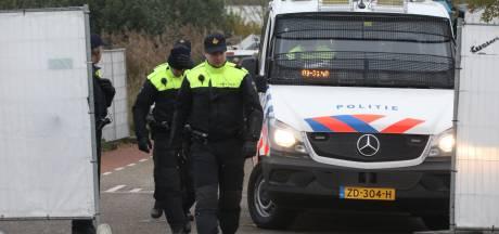 Politie vindt vuurwapen in gepantserde auto op woonwagenkamp in Lith: kamp weer vrijgegeven