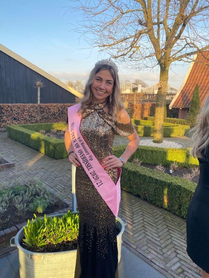 Lieke Ottenschot behoort tot de allermooiste jonge vrouwen van Overijssel. Ze werd tweede bij de Miss Beauty Overijssel verkiezing.