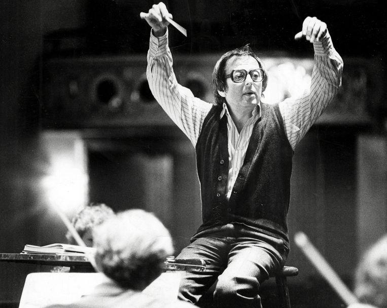 André Previn repeteert met het Pittsburgh Symphony Orchestra in Pittsburgh, 1980.  Beeld AP