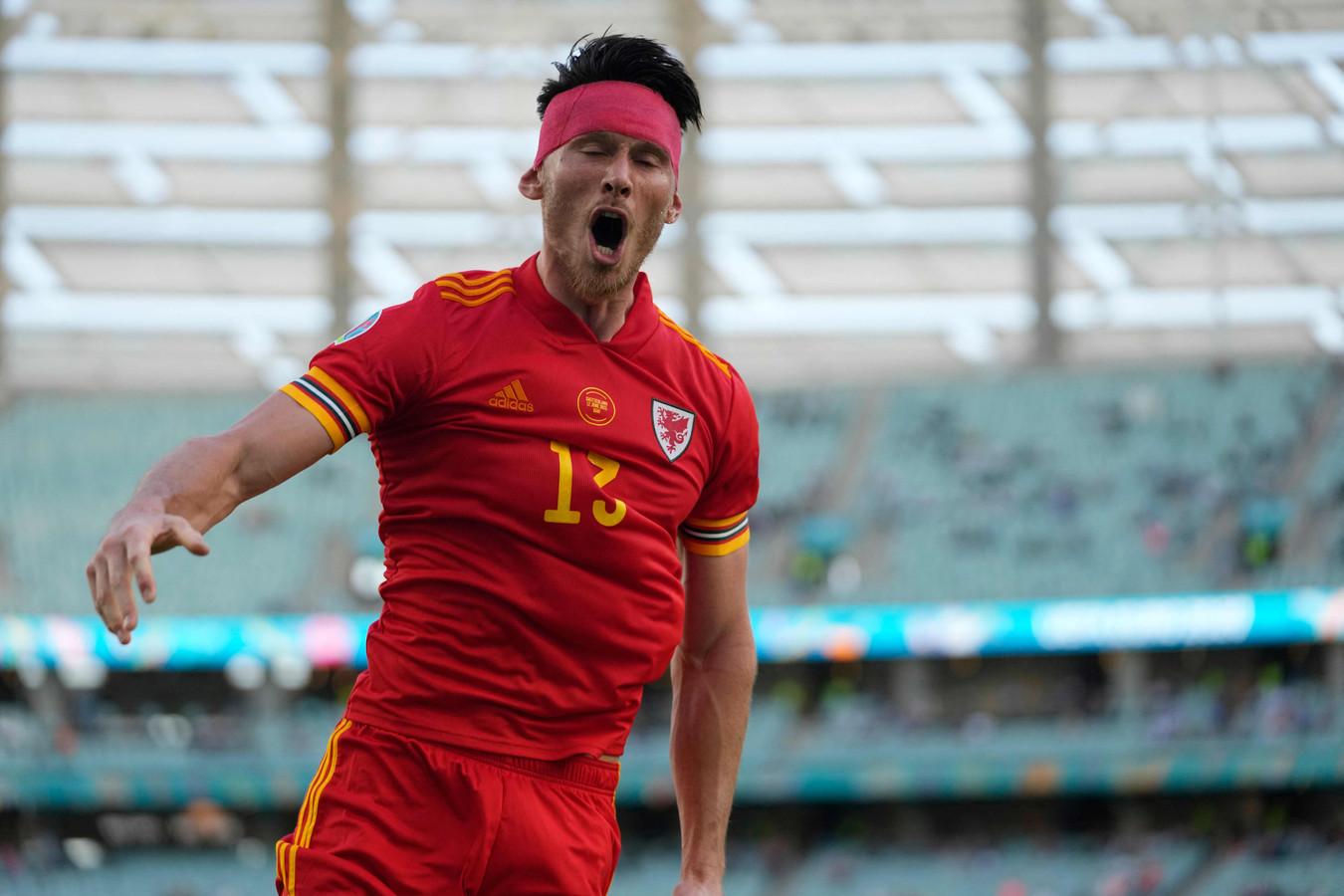 Kieffer Moore viert de 1-1 van Wales tegen Zwitserland.