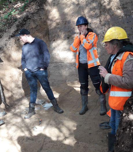 Bewijs: Leur heeft in de middeleeuwen versterking gehad, motteburcht gevonden