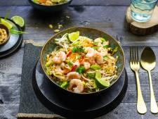 Wat Eten We Vandaag: Rijstnoedels met garnalen, taugé en pinda's