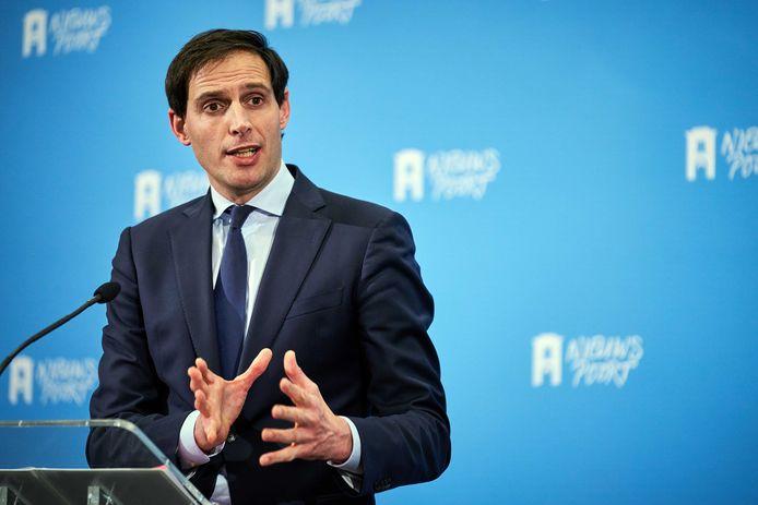 Demissionair minister Wopke Hoekstra (Financiën) kondigde vanmiddag met zijn collega's Wouter Koolmees (Sociale Zaken) en Stef Blok (Economische Zaken) aan dat de coronasteun wordt verlengd tot 1 oktober.