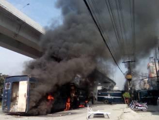 """Religieuze rellen rond """"blasfemie van minister"""" eisen minstens zes doden en 200 gewonden in Islamabad"""