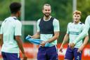 Davy Pröpper amuseert zich tijdens het trainingskamp van PSV in Marienfeld.