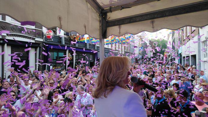 Corry tijdens de Corry Koningsdag in Breda.