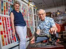 Na 50 jaar naaimachines repareren blijft sleutelen een passie van Lochemer Martin Borgonjen: 'toch gaan we de winkel sluiten'