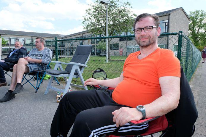 Kamperende ouders aan de schoolpoort in Bornem: Gunther Blancquaert.