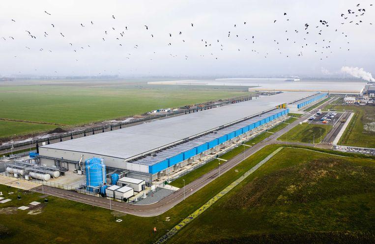 Dronefoto van een datacenter van Google in Nederland.  Beeld ANP