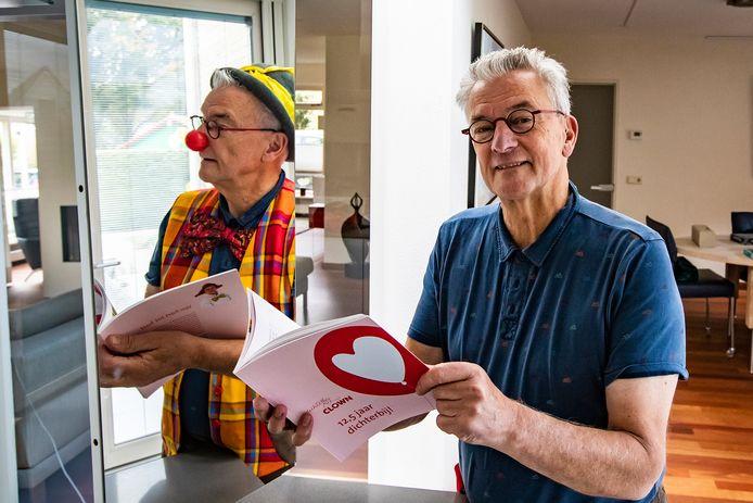 Joop van der Wal uit Wijhe is clown voor de Stichting Dichterbij-clown die 12,5 jaar bestaat. Vanwege het jubileum is een boek uitgegeven met anekdotes, wetenswaardigheden en verhalen met persoonlijke ervaringen.