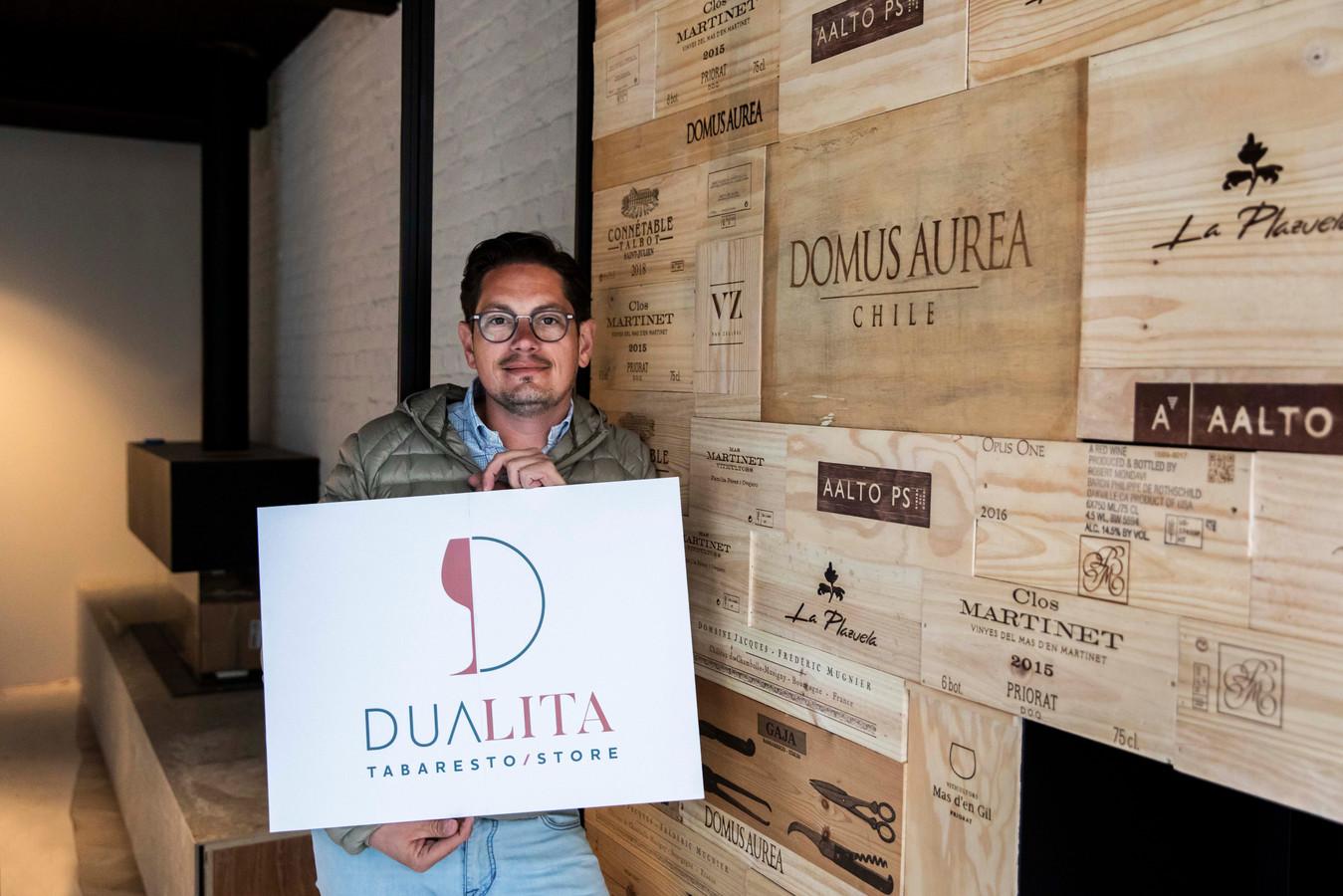 Horeca-uitbater Koen Francis doet de naam van zijn gloednieuwe zaak op de Groenmarkt uit de doeken: 'Dualita'.