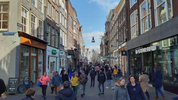 Winkelend publiek in de Diezerstraat, afgelopen weekend.