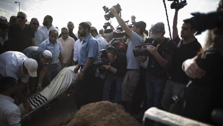 De begrafenis, zondag, van de een dag eerder in het Israëlische Ashkelon omgekomen Moshe Ami. Beeld Getty Images