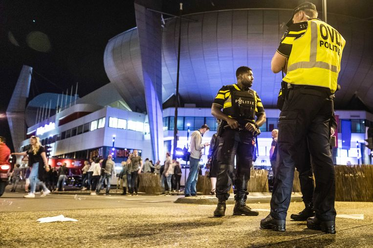 Bij het concert van Guus Meeuwis werd extra politie ingezet vanwege een verdachte situatie. Beeld ANP