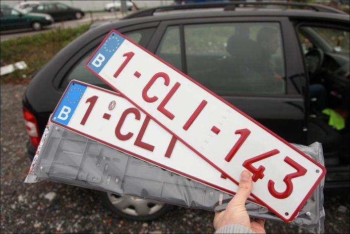 De vrouw reed zonder nummerplaten op haar voertuig naar de garagist.       PICTURE NOT INCLUDED IN THE CONTRACT