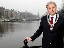 Burgemeesters zwaaien niet naar koning uit respect voor Van der Laan