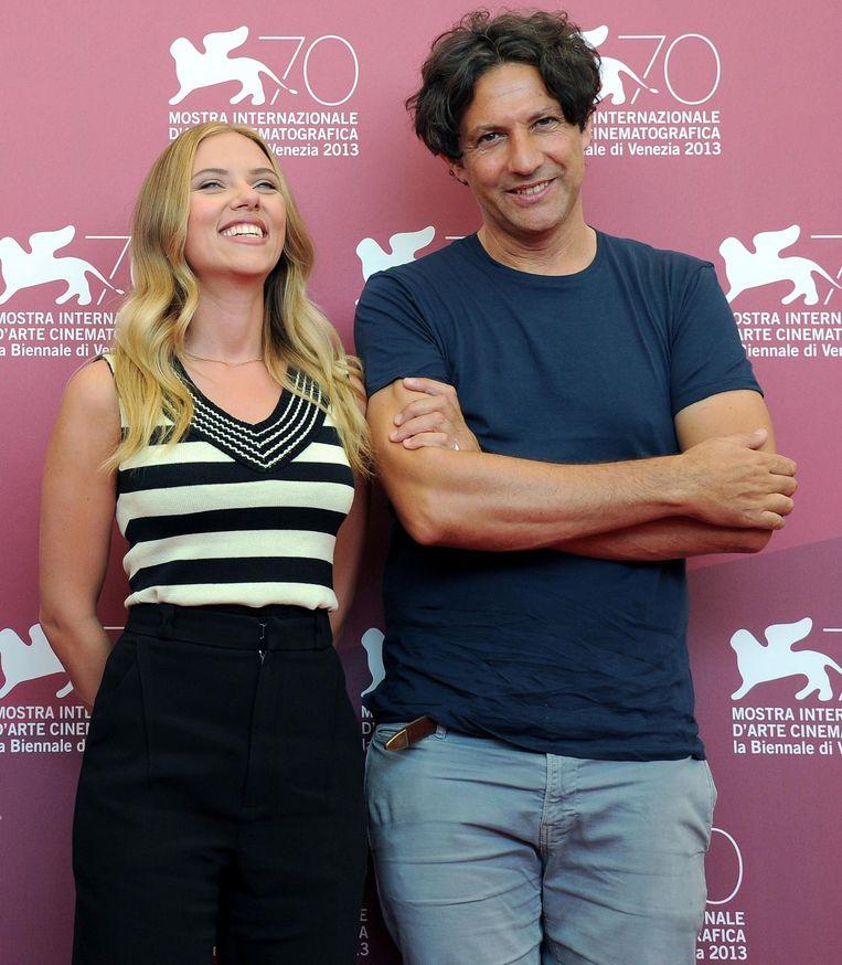 Scarlett Johansson en Jonathan Glazer samen op het Internationale filmfestival in Venetië, 2013 Beeld anp