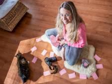Emily biedt met haar kaarten andere 'sensitive souls' een inspirerend steuntje in de rug
