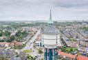 De Watertoren in Goes is met zijn 63 meter de hoogste van Zeeland, en rijst ver boven zijn omgeving uit.
