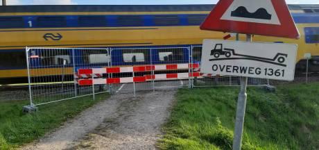 Beruchte spoorwegovergang bij Zenderen na bijna-ongeval nu helemaal afgesloten