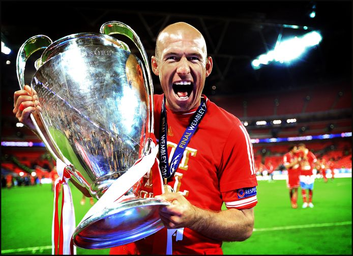Arjen Robben viert de Champions League-zege.