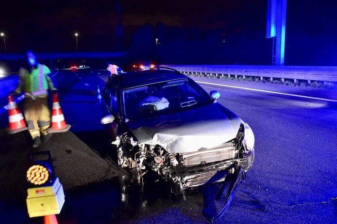 De Volkswagen Golf speelde bij het ongeval op de E403 in Moorsele het rechtervoorwiel kwijt.