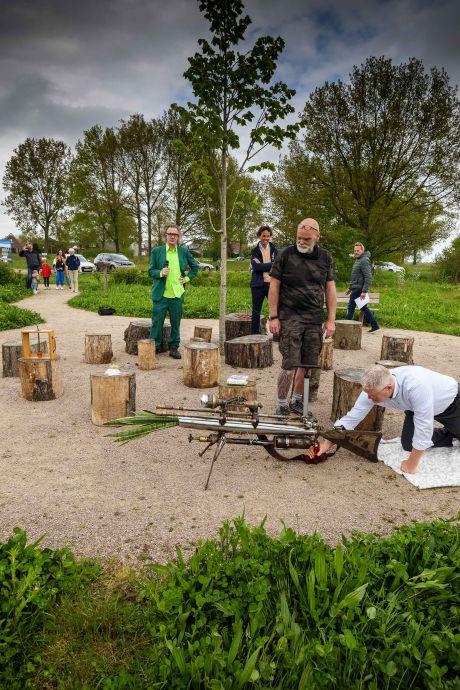 Bijentuin in Steenwijk moeten mensen bewust maken van nut van bijen: 'Ze dreigen te verdwijnen'