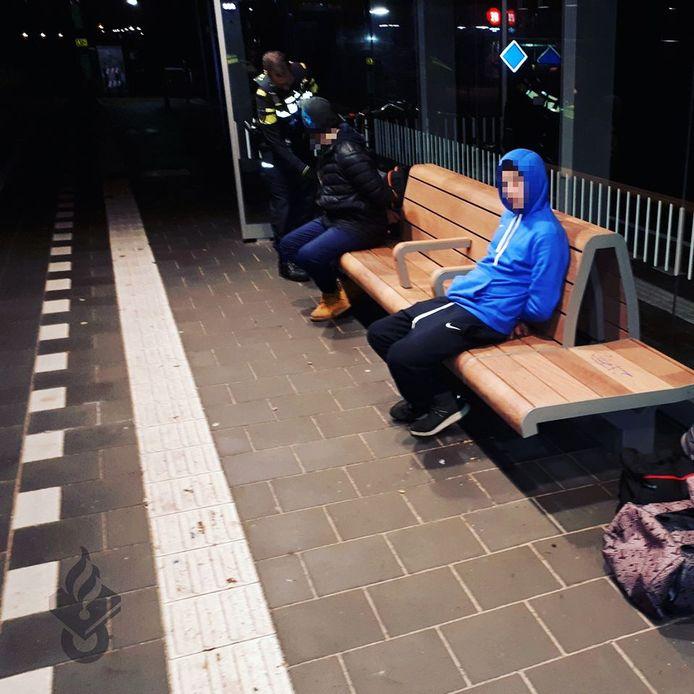 De verdachten van het wangedrag op station Boskoop zijn op beeld vastgelegd.