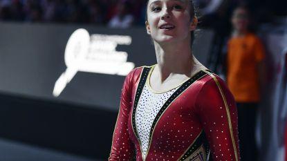 """Nina Derwael past voor finale grond op WK turnen in Stuttgart: """"Pijnlijke voet sparen met oog op Olympische Spelen"""""""