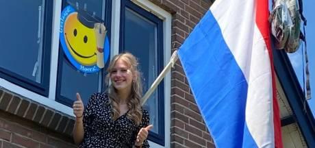 Hoera, de vlag kan uit! Kijk hier hoe de geslaagden in de regio feest vieren