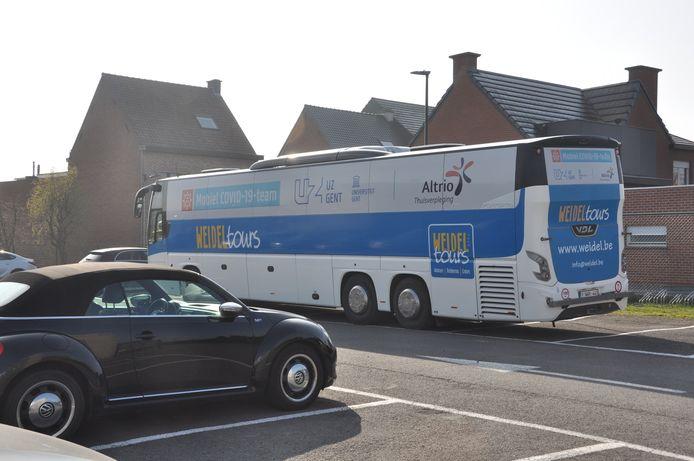 Een testbus van UZ Gent komt dinsdag langs bij de Vrije Lagere School Wonderster langs de Kasteeldreef in Lede.