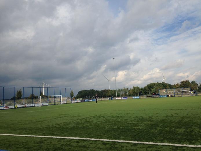 Donkere wolken trekken over het sportpark van OSC . Ze staan 1-0 achter tegen Driel.